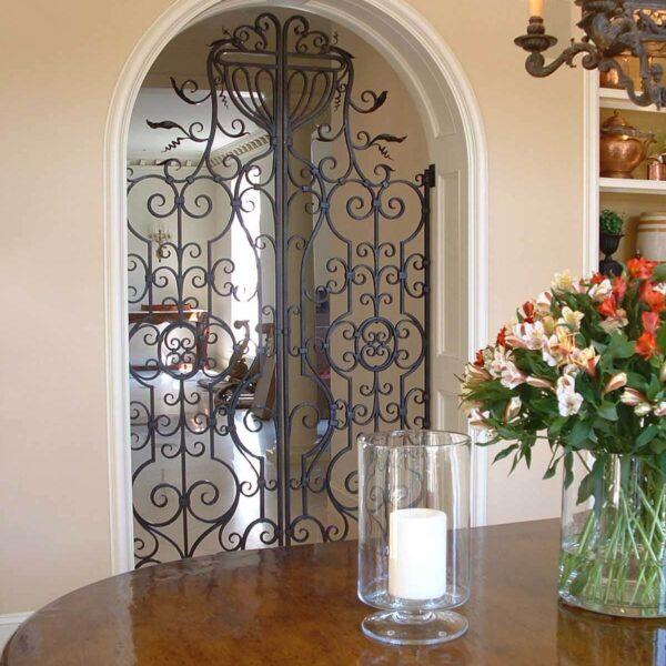 Interior Breakfast Gate